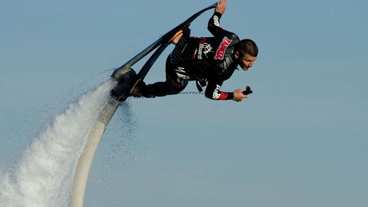 Practica el flyboarding