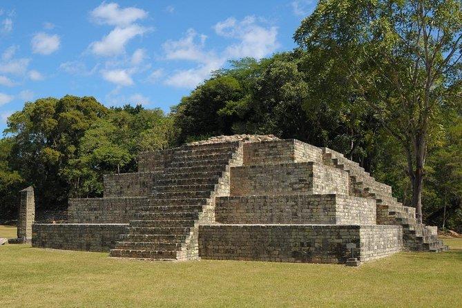 pirámide maya en Quiriguá